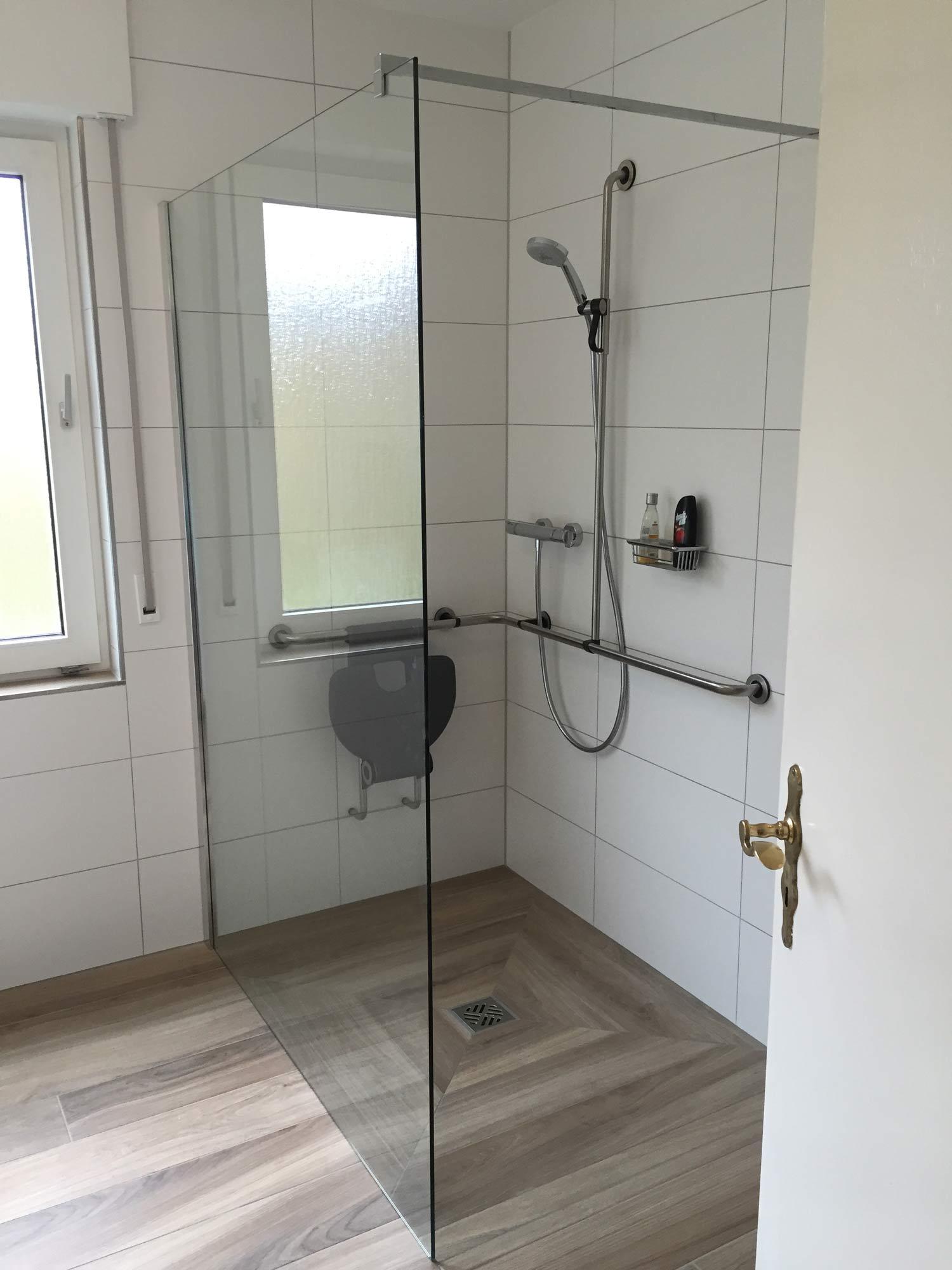 Scherwing Hillebrand barrierfreies Bad rollstuhlgerecht Walk-in Dusche